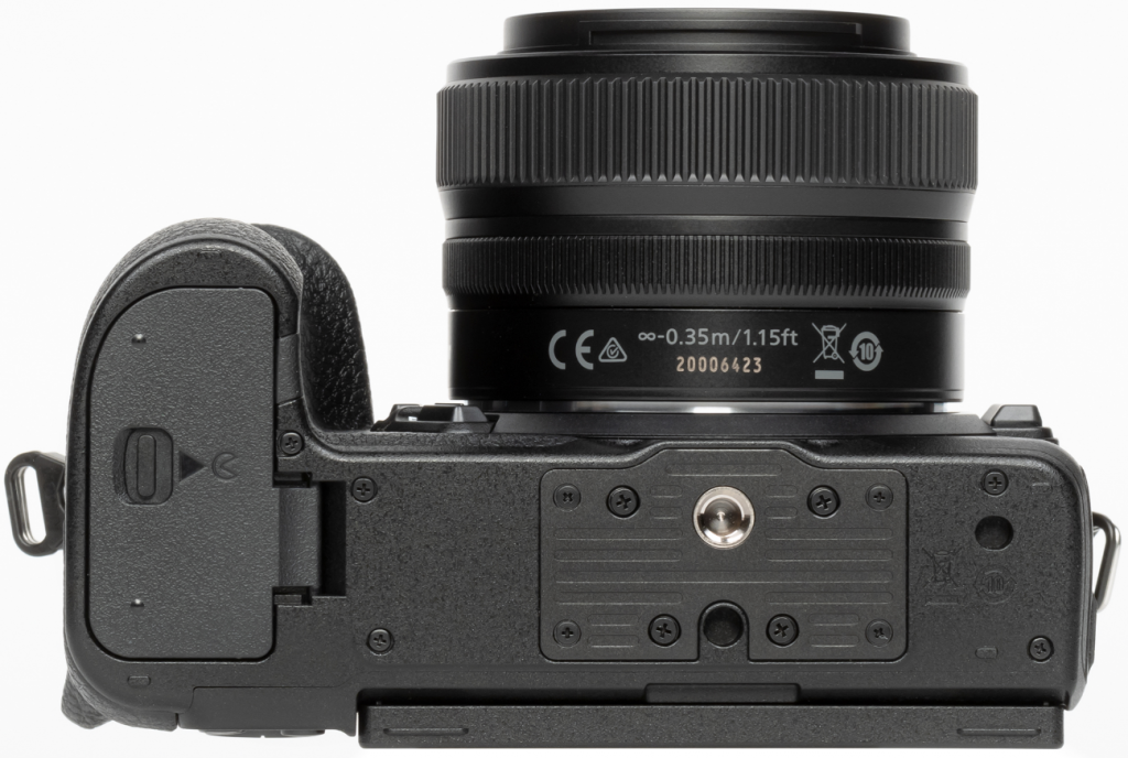 Complete Review of Nikon Z5: bottom view