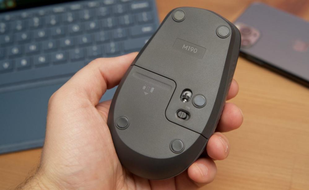 Logitech M190 Review: Minimalist Mouse - TECHOBIG