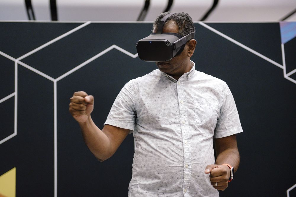 Apple to launch VR headset in 2022 and AR glasses in 2025 TechRechard