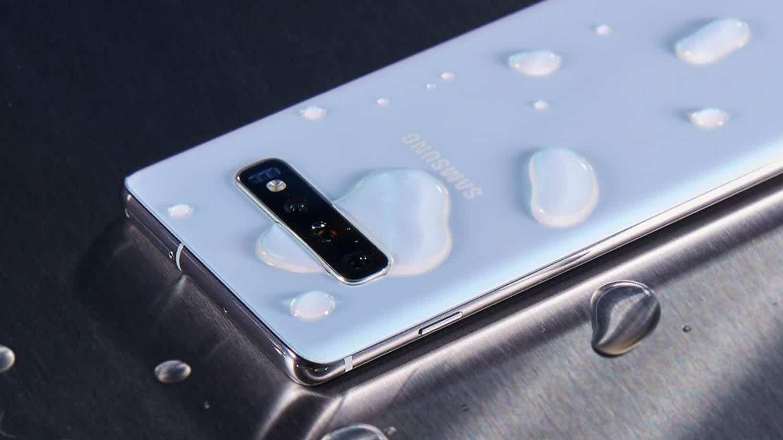 Does a flagship smartphone need water protection?  Poll results (1569747430 samsung galaxy ne zaryazhaetsya posle popadaniya v vodu 1)