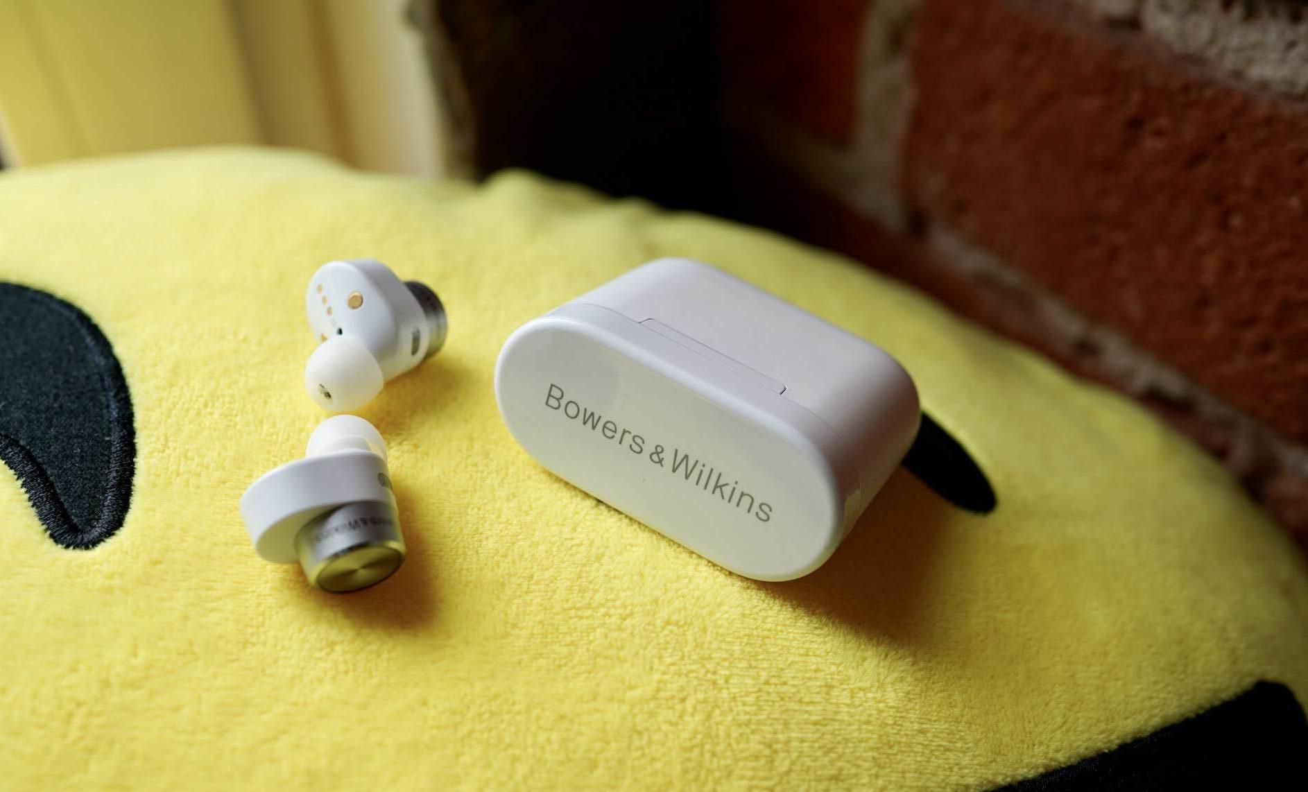 https://techobig.com/wp-content/uploads/2021/07/1625477962_Bowers-Wilkins-PI5-headphone-review-Wylsacom-e1625583914128-1024x620.jpg
