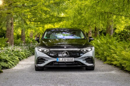 In the USA, the Mercedes-Benz EQS electric car costs almost $ 10 thousand cheaper than its gasoline counterpart Mercedes-Benz S-Class - from only $ 102.3 thousand.